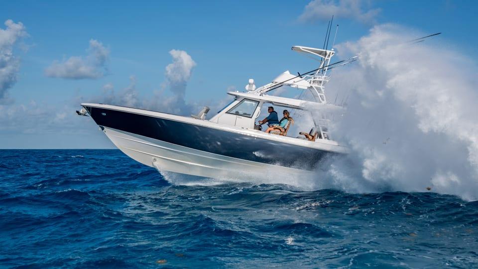 New Boat Report: Everglades 455cc