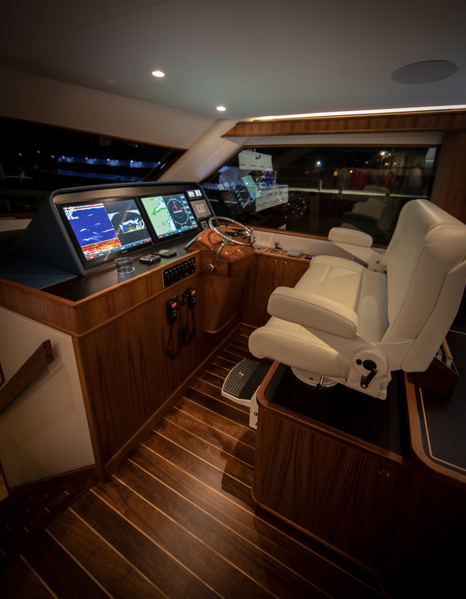 67_JBBW_Hull63_Interior_Helm_pc_Luke Pearson
